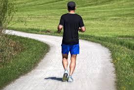 Para cuidar los huesos, mejor salir a correr que montar en bicicleta